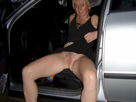 Chienne sexy soumise pour coquin clean