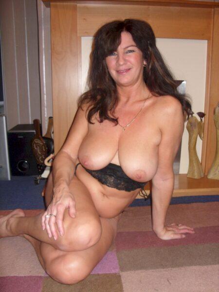 Femme cougar sexy très sexy cherche un homme impudique