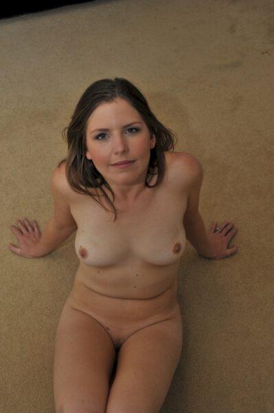 Femme infidèle sexy dominatrice pour gars docile