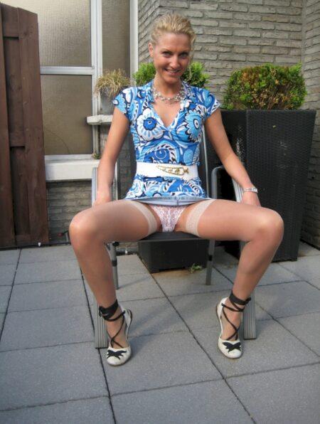 Jeune femme coquine docile pour coquin domi