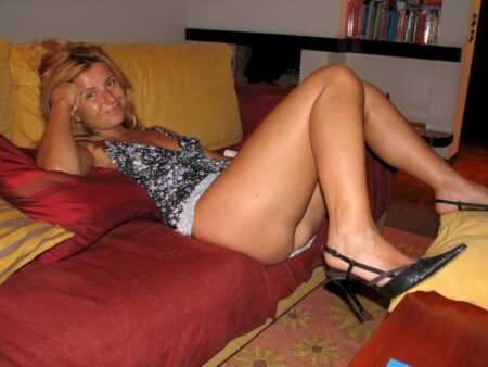 Jeune femme coquine soumise pour gars dominateur disponible