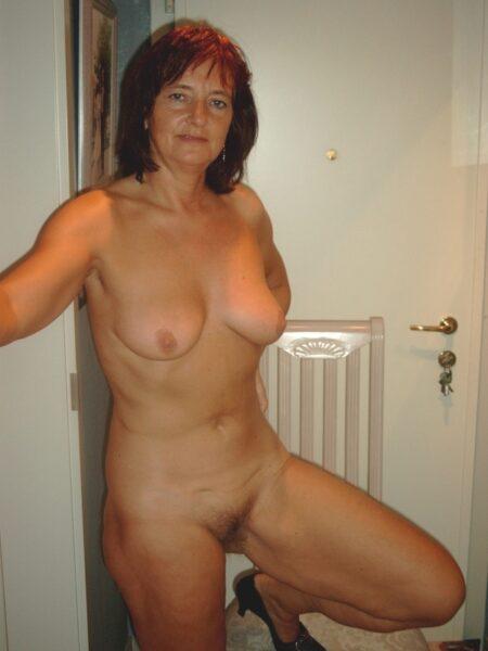 Jolie femme cougar qui cherche un bon plan baise mature