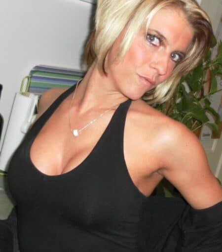 Plan baise pour femme infidèle entre adultes et qui sont sur le 44